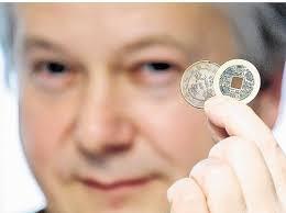 Der Münzen-Sichter: <b>Ralf Althoff</b> freute sich über den großen Andrang bei der <b>...</b> - 36934115-1810-198x148