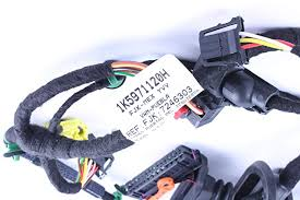 vw jetta drivers door wiring harness wiring harness wiring wire 2006 jetta door wire harness amazon com genuine volkswagen drivers side door harness 1k5 971 120 rh amazon com