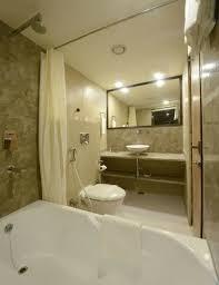 hotel atulyaa taj bathroom