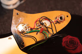 offsetguitars com • view topic squier vm bass vi wiring issue this is how looks the original fender bass vi 1962 and 1972 now i have a match talking about wiring next thing will be changing pots from 1 meg to 250