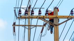 electrical power line installers and repairers these are the top 10 dangerous jobs in america study finds
