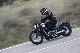 2017 triumph bonneville bobber first ride review motorcycle cruiser