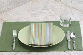 dining table cutlery. throwing a dinner party or having guests for the holidays? improve your hosting skills with three quick and easy ways to set table. dining table cutlery c