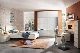 Schlafzimmermöbel: Schränke und Betten in vielen Designs