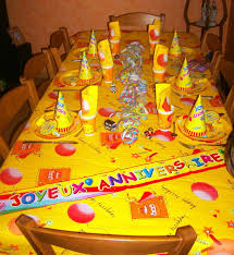 table jaune complète - Photo de art de la table - Anniversaire ...