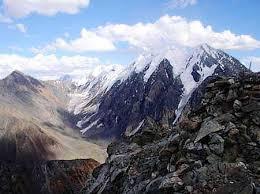 Проект для начальных классов Уральские горы   узкие гребни с острыми вершинами карлингами между ними лежат широкие глубокие долины троги В Приполярном Урале горы достигают максимальных высот