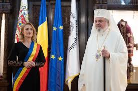 Gabriela Firea, poze în rafală cu Patriarhul Daniel, după ce l-a lăsat fără bani de Catedrală   Newsweek Romania