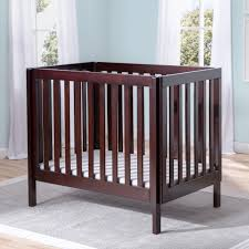 Delta Children Bennington Elite Mini Crib with Mattress - Chocolate