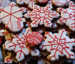 flower decoration food baking christmas cookie dessert snowflake icing  sweetness flavor cookie platter snack food cookies