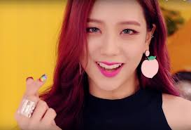 and i ll end this list on a colorful beauty to behold blackpink jisoo s sparkly rainbow nails covered in heart shaped sequins crafted by famed nail artist