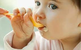 Những sai lầm khi cho bé ăn váng sữa. Váng sữa ăn lúc nào là tốt nhất? Kiến  Thức Mẹ Và Bé
