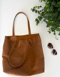 the mamuye leather tote from fashionable