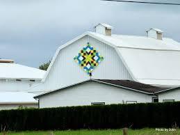 Just Finding Our Way: Trails & This quilt is on the south end of barn at the Abbott farm. This is the only  barn on the Tillamook Quilt Trail that has two quilts. Adamdwight.com