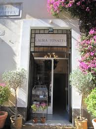 photo essay perfume places in rome the smelly va d laura tonatto an indie perfume shop that does some really good stuff they sell 7 5ml miniatures of their perfumes for e12