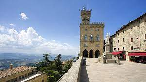 San marino is an enclave (landlocked) surrounded by italy in southern europe, on the border between the regions of emilia romagna and marche and about 10 km (6.21 mi) from the adriatic coast at rimini. San Marino Antikorruptionsorgan Des Europarates Fordert Strukturreform Der Justiz Pressemitteilung