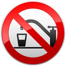 no usar agua de la llave en acuarios. para ello existen los acondicionadores para acuarios.