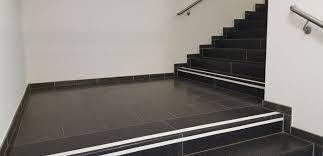 Ihre treppe erstrahlt in kurzer zeit im neuen glanz. Taktile Stufen Und Treppenmarkierungen Fur Blinde Und Sehschwache