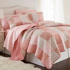 Buy Pink Full Queen Quilt from Bed Bath & Beyond & Micro Flannel® Full/Queen Quilt Set in Enchantment Patchwork Adamdwight.com