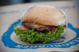 Eet een Fergburger,'the best burger in the world', in Queenstown NZ! - Vive  Le Voyage - Vive Le Voyage