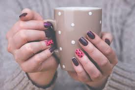 we tend to think that a good manicure is only that which we receive at a beauty salon however you can create beautiful designs in your own home and get