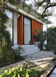 wooden door inspiration from the tempo house designed by gisele taranto arquite