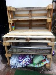 no cost pallet potting bench