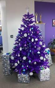 Purple and Silver Christmas Tree. purple-christmas-decorations-23