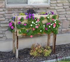 Cascading Flowers Planter | Creative DIY Pallet Planter Ideas for Spring