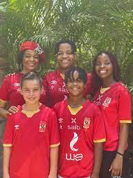 عائلة بيتسو موسيماني تدعم النادي الأهلي قبل النهائي الإفريقي أمام كايزر  تشيفز - صحيفة واكب الإقتصادية