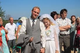 Съемочная группа Свадьбы напугала костромичей гробами  Ульяна родом из Чухломы ей и принадлежала идея праздновать свадьбу именно на костромских просторах Когда Витя пришел