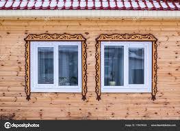 Leichte Fassade Ein Blockhaus Aus Holz Zwei Fenster Mit Braunen