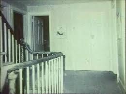 de la porte de ce qui avait été la chambre de missy alors qu il n y avait rien lors de la prise de vu photo et agrandist du visage ci dessous