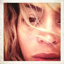 beyoncé shared a stunning close up of her make up free face on insram