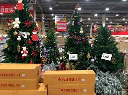 Christmas trees and other decorations now on sale at Makro  #Thailandpic.twitter.com/Fqrvc4Db3N