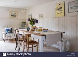 Frühstück Croissants Auf Tabelle Mit Vintage Wände Eis