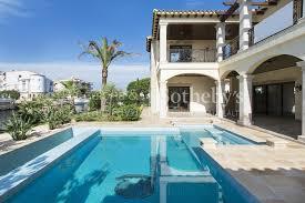 villa de luxe à vendre à empuriabrava avec amarre de 27 mètres 15 barcelona