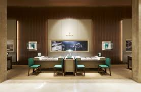 the third floor is the boutique s showpiece hosting an exclusive rolex lounge cinema room and museum exhibit dubbed the the rolex experience it offers