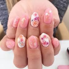 ピンクワンカラーにシェルをon 春を感じる花柄のシールで仕上げました