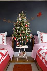 Xmas Decoration For Living Room 51 Christmas Garland Ideas Decorating With Holiday Garlands