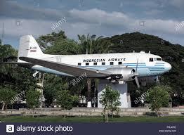 Douglas DC-3 aereo indonesiano in mostra a banda Aceh, Sumatra, Indonesia  Foto stock - Alamy