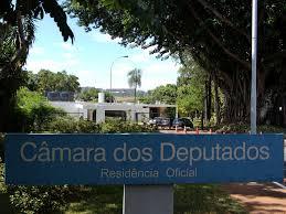 Casa, carro e 47 funcionários: conheça os benefícios do presidente da  Câmara - 27/01/2015 - UOL Notícias