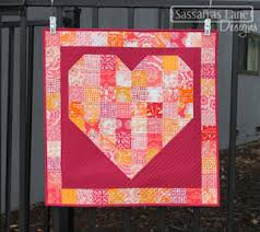 Quilt Inspiration: Free pattern day: Hearts and Valentines & Pieces of my Heart mini quilt, ~18