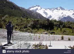 Sir Edmund Hillary looking towards Mount Cook/ Aoraki from the Alpine Stock  Photo - Alamy