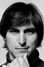 Steve Jobs 1955-2011. Maken wij samen hier het verschil?! Bijzondere werkgevers bellen 0900-sociaal (0900-7624225). Dan maken wij u graag Sociaal Plus! - Steve_Jobs_S5F3_headshot_v2