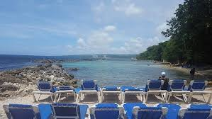 Pearly Beach: Lots of open lounge chairs & Lots of open lounge chairs - Picture of Pearly Beach, Ocho Rios ... Cheerinfomania.Com