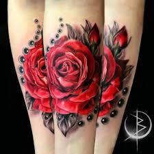 роза с бусами тату на руке в реализме сделать тату у мастера вики
