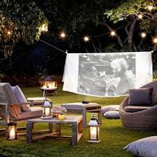 20 Cool Backyard Movie Theaters For Outdoor EntertainingMovie Backyard