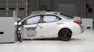2017 Toyota Corolla driver-side small overlap IIHS crash test ...