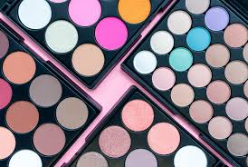 cara terbaik makeup mata pakai
