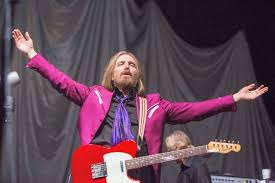 Tom Petty The Heartbreakers Top Charts For First Time Spin